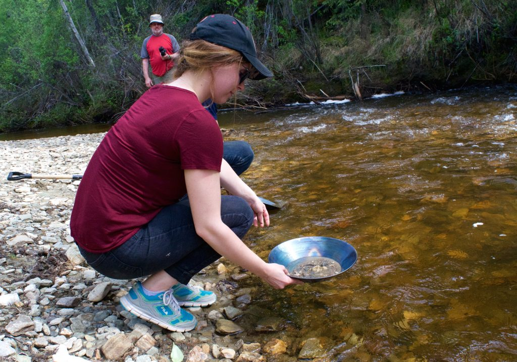 gold-panning-bonanza-creek-yukon