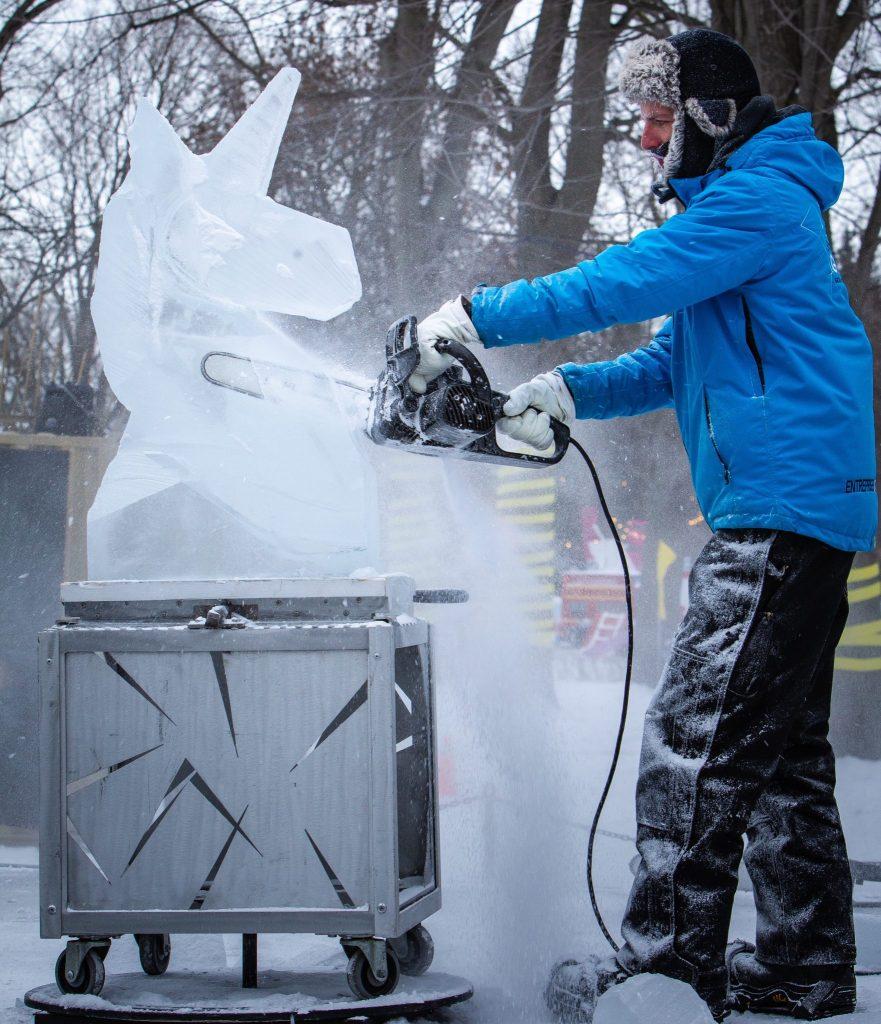 ice-carving-fetes-des-neiges-montreal-Gilles-Proulx-Société-du-parc-Jean-Drapeau-Gilles-Proulx