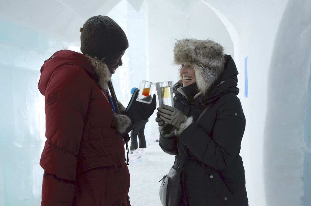 quebec-city-ice-hotel-drinks