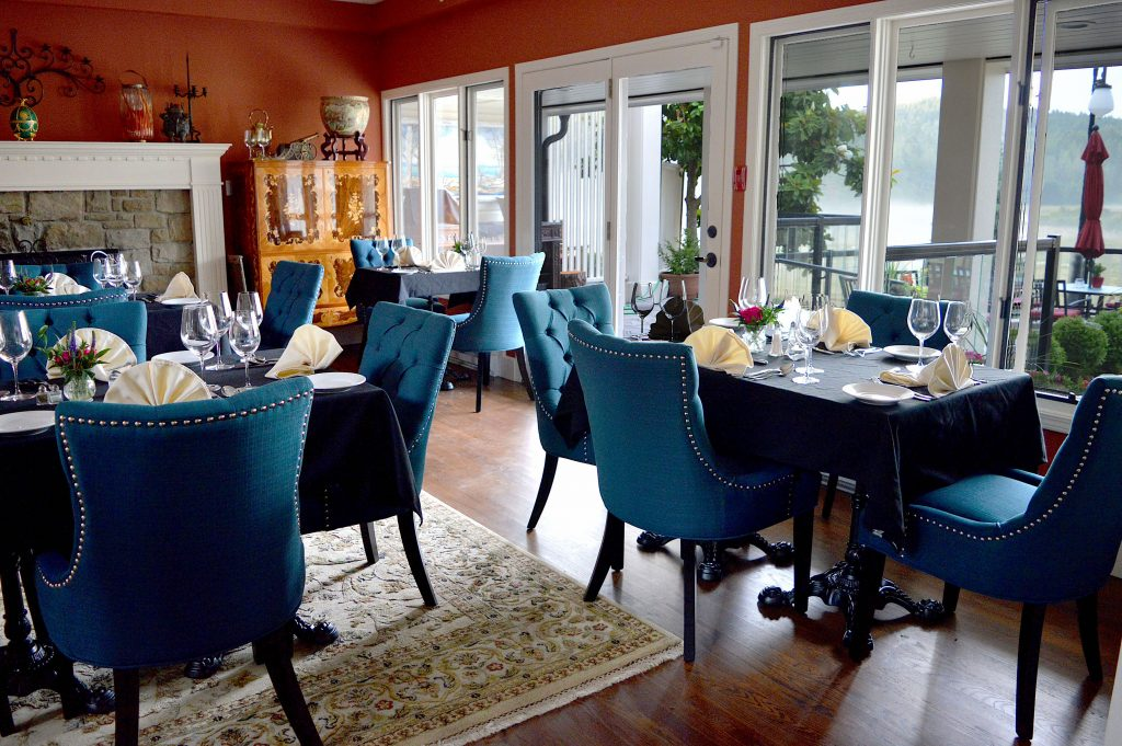 Woodstone Manor-Galiano-Island-dining-room
