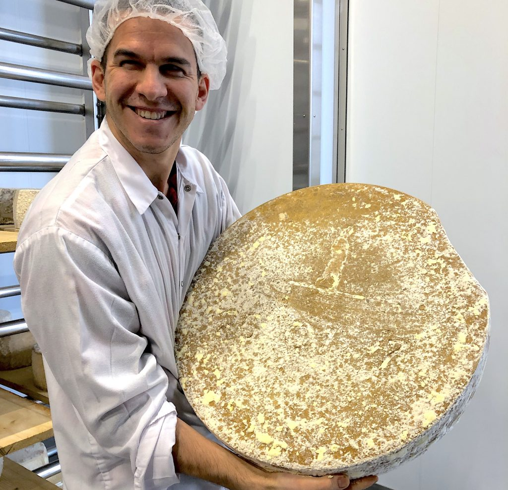 alexandre-vachon-manoir-hovey-cheese-wheel