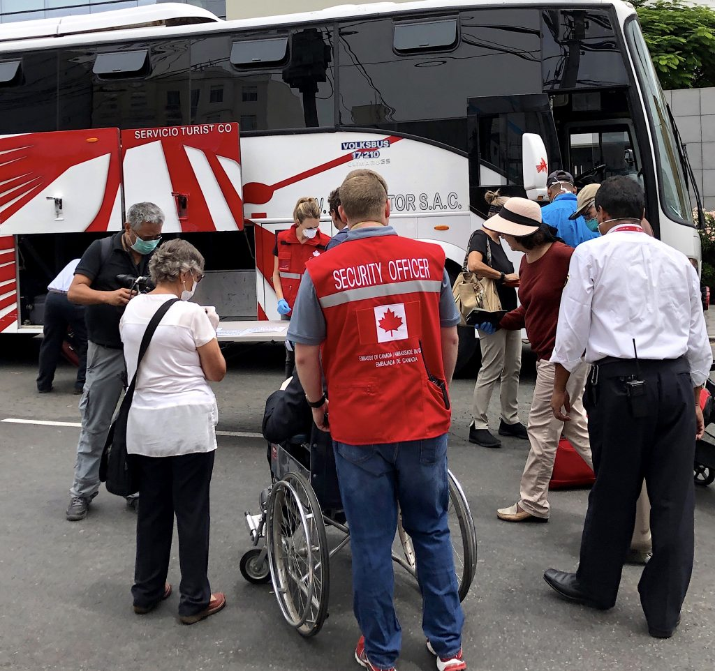 peru-boarding-bus-repatriation