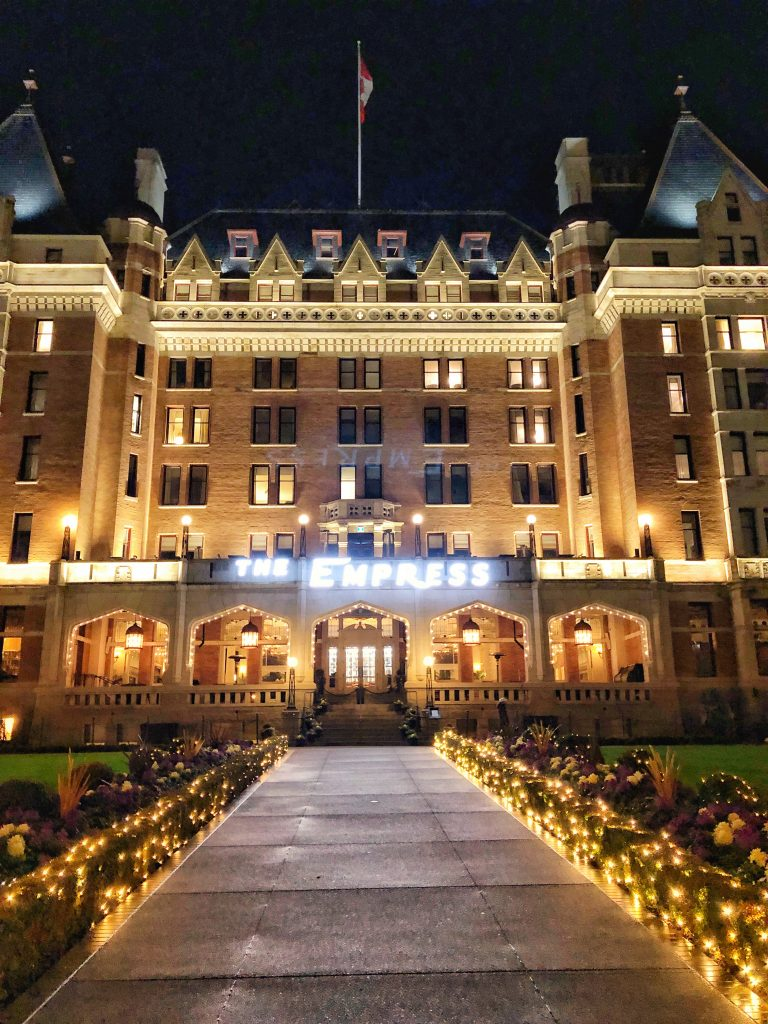 fairmont-empress-hotel-at-night-victoria