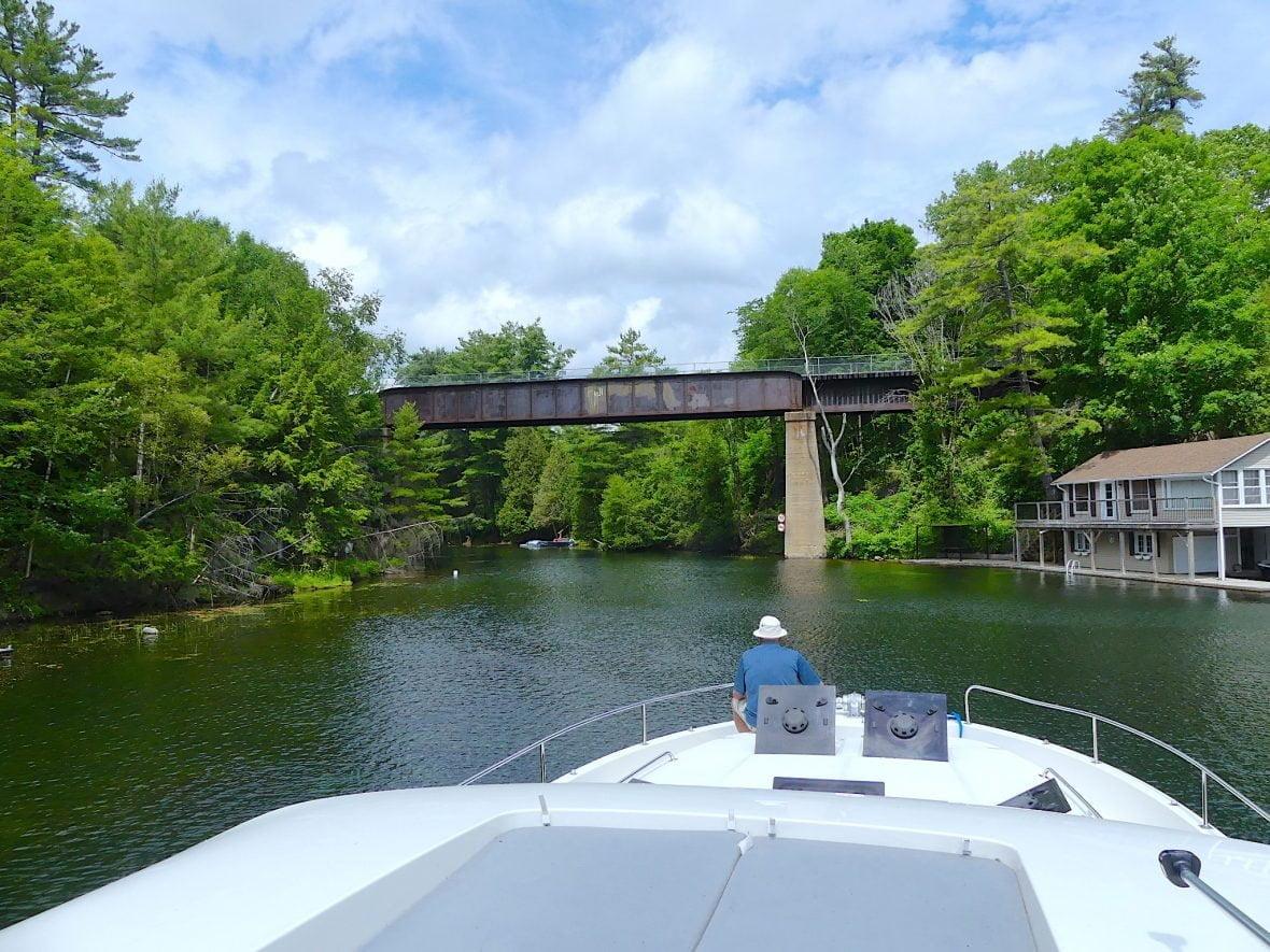 le-boat-sailing-locks