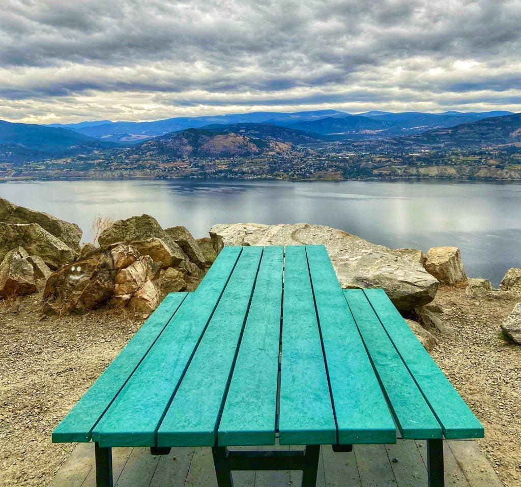 picnic-bench-okanagan-lake-little-tunnel-trail-kettle-valley-railway