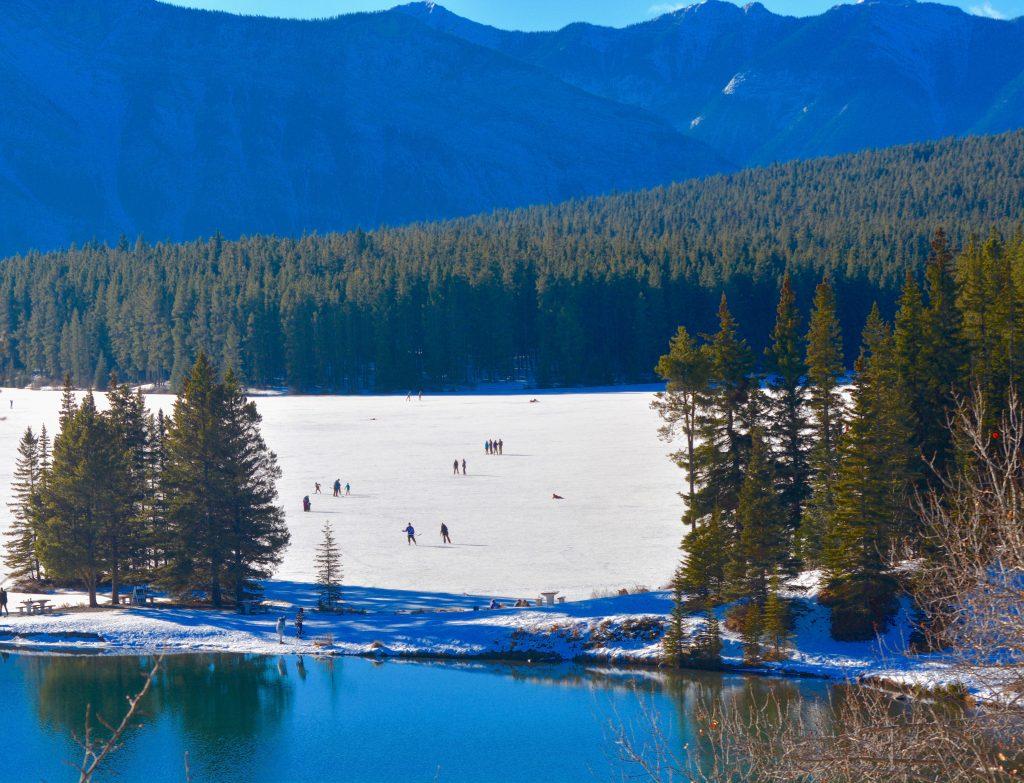 two-jack-lake-banff-winter