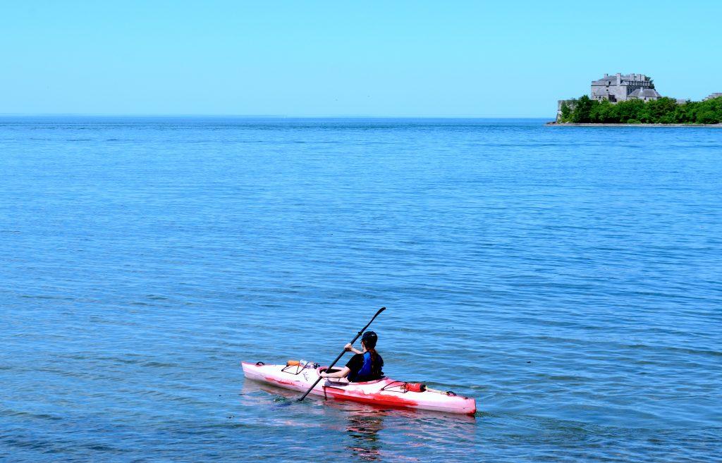 niagara-on-the-lake-kayaker