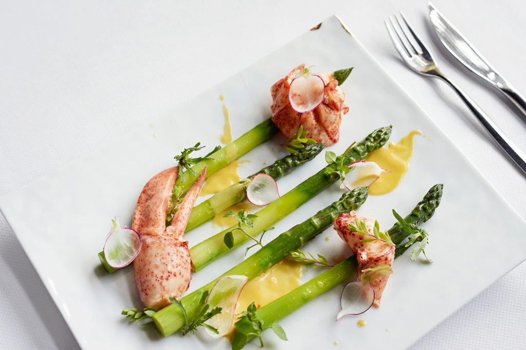 Asparagus and lobster-toque