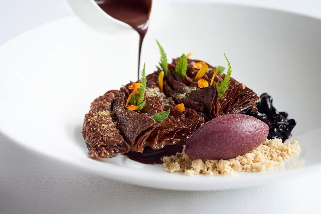 Andoa chocolate mousse-toque