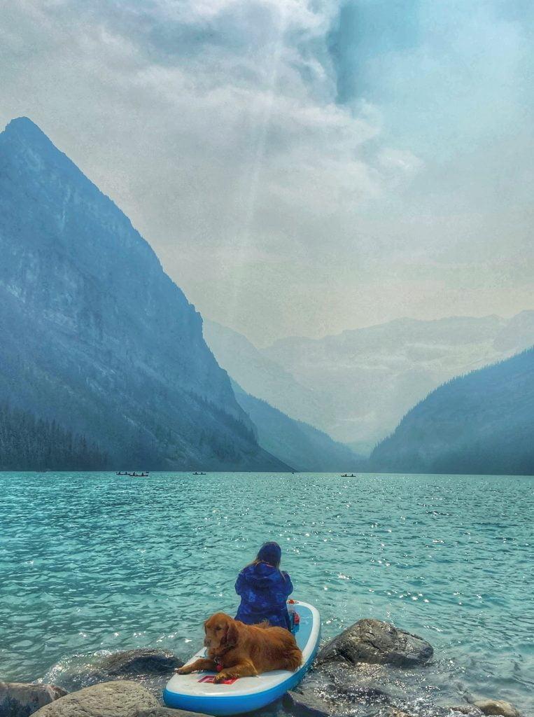 paddleboarder-dog-lake-louise