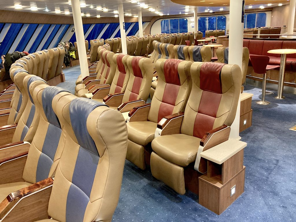 Aurora-Lounge-bc-ferries-northern-expedition